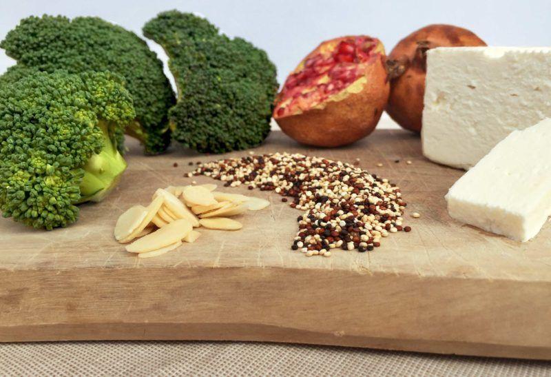 Insalata di quinoa con broccoli e quartirolo