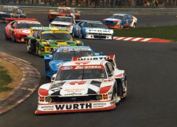 """Klaus Ludwig enters the """"Südkehre"""" ahead of a colourful mixture of different touringcars"""
