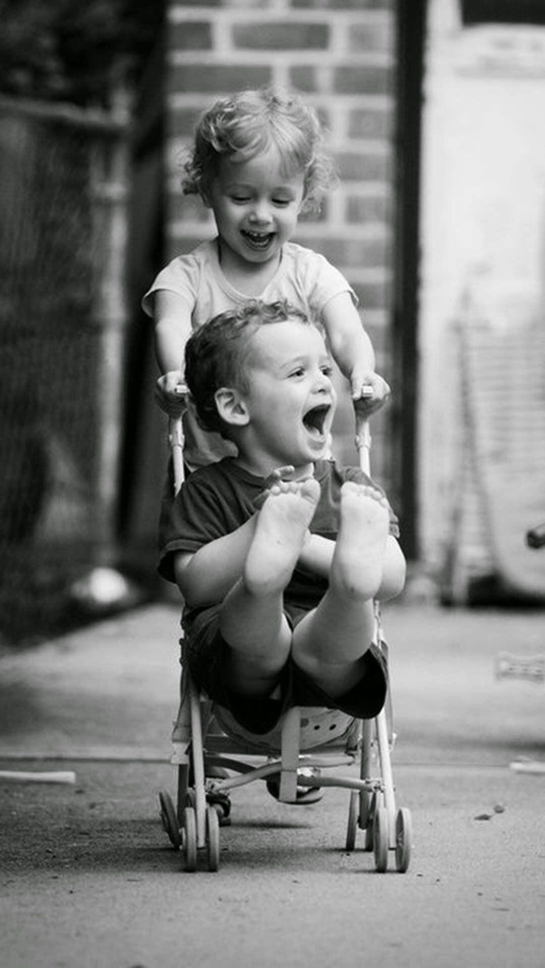笑顔に癒やされる仲良し姉弟 Iphone壁紙 ただひたすらiphoneの壁紙が集まるサイト 美しい子供たち モノクロフォト ハッピーな人たち