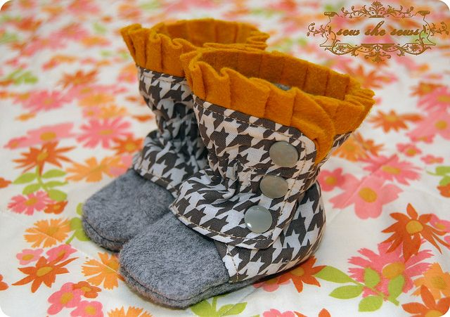 Houndstooth Wool Boots
