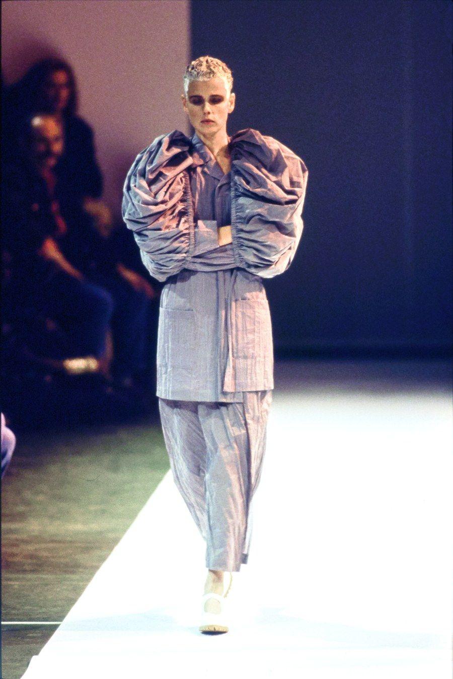 Comme Des Garons Spring 1994 Ready-wear Fashion Show