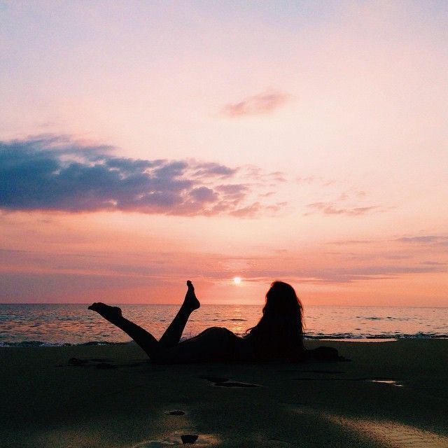 Sunset skies discovered by 𝓜𝓲𝔃𝓴𝓪𝔂𝓽 on We Heart It #Beachsunsetlost