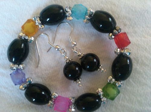 Starting at only 0.99 cents! Beautiful Beaded Stretch Bracelet & Pierced Tribal Earring 3 piece set. Buy it Now $9.99!