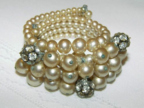 VINTAGE EARLY MIRIAM HASKELL BAROQUE PEARL AND RHINESTONE WRAP BRACELET