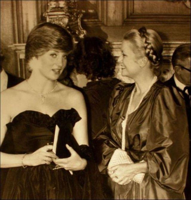 Fotos raras de gente famosa-Duas princesas - Diana e Grace