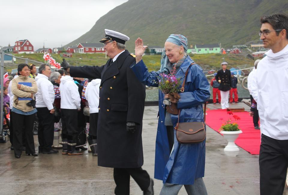 Foro Hispanico de Opiniones sobre la Realeza: La reina Margarita y el principe Henrik inician una visita a Groenlandia