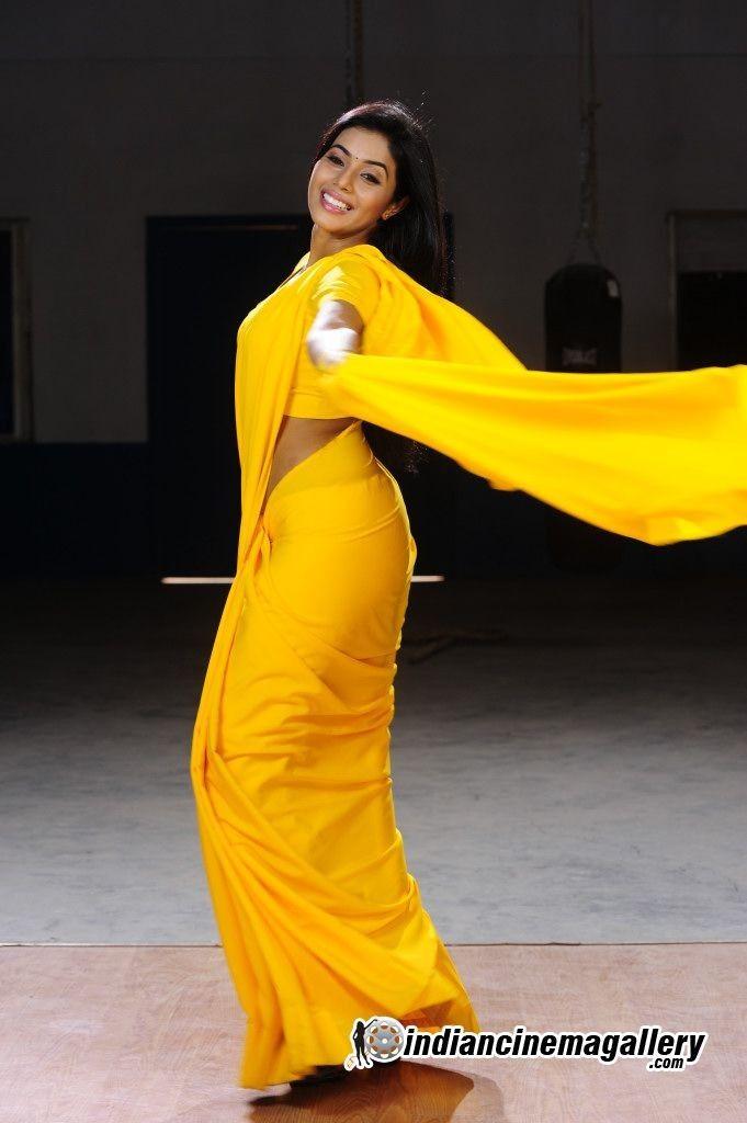 Full Masti: Desi Hot Mallu Masala Aunty In Black Blouse