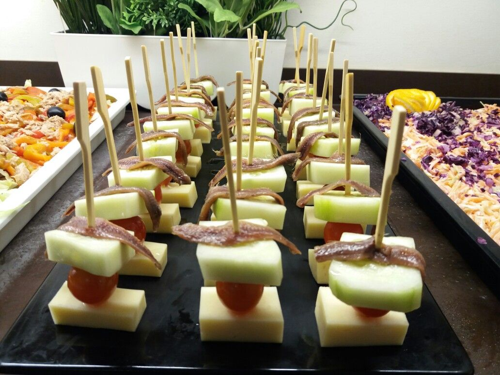 Brochetas queso ,cherry,pepino y anchoa.