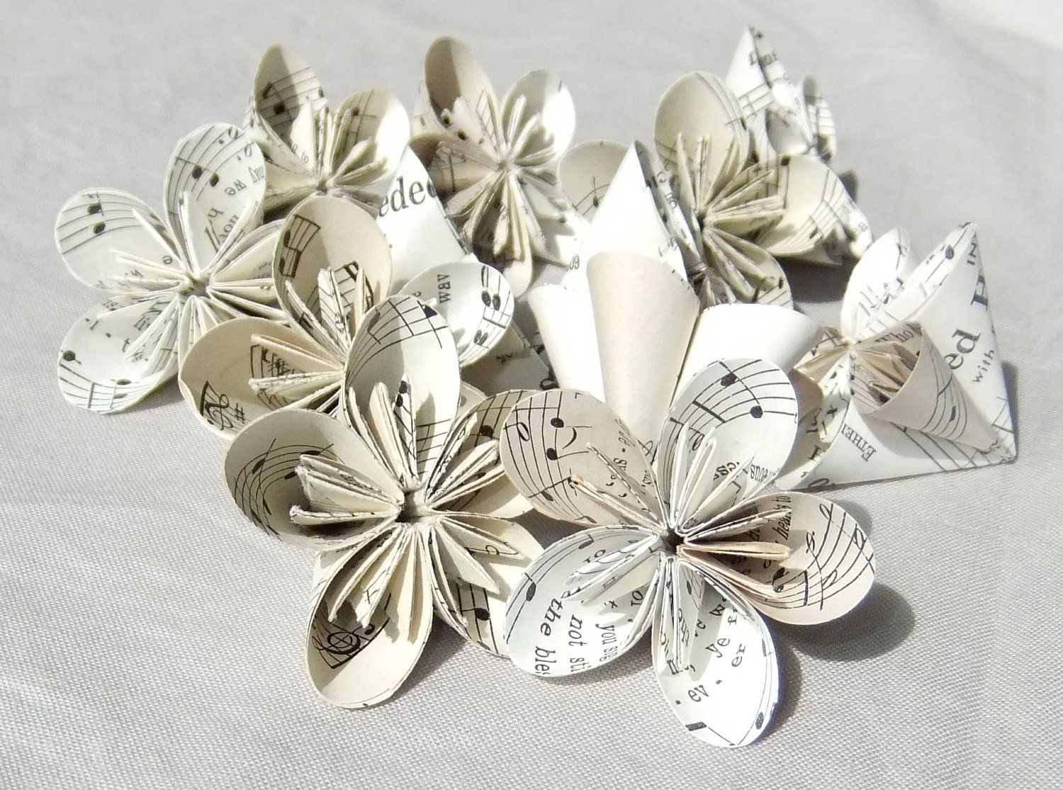 6 Mini Sheet Music Origami Flowers Rounded Melodytable Decoration
