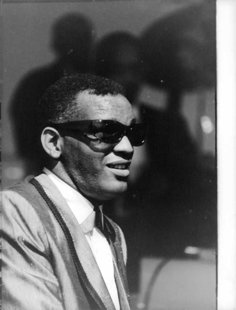 Ray Charles at the Olympia in Paris (in the far background the shadow of drummer Bruno Carr) on May 22, 1962.
