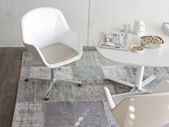 Посетитель стулья   Офисные стулья   пресс-конференция. Check it out on Architonic