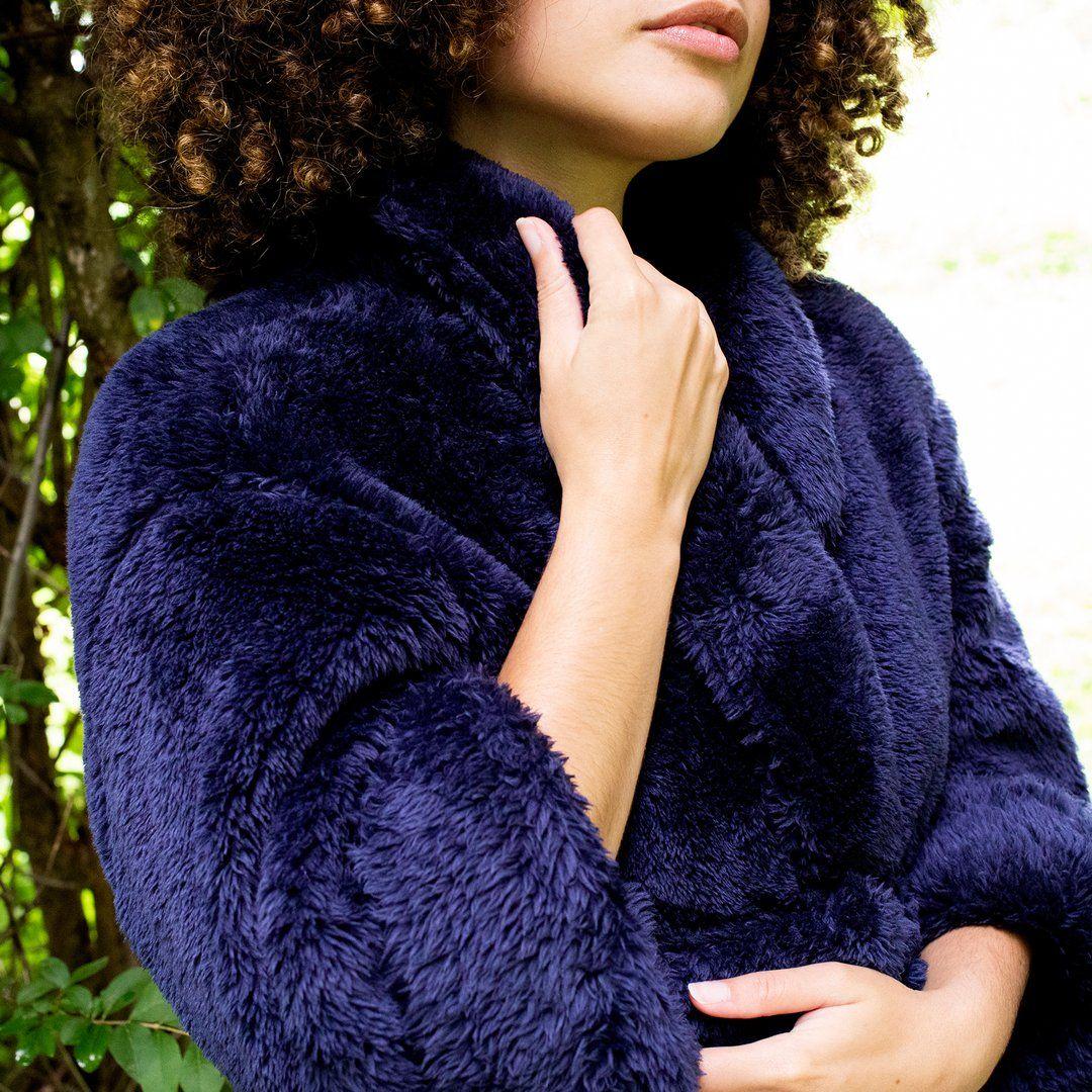 Extra Fluffy Plush Robe In 2020 Bademantel Und Mantel