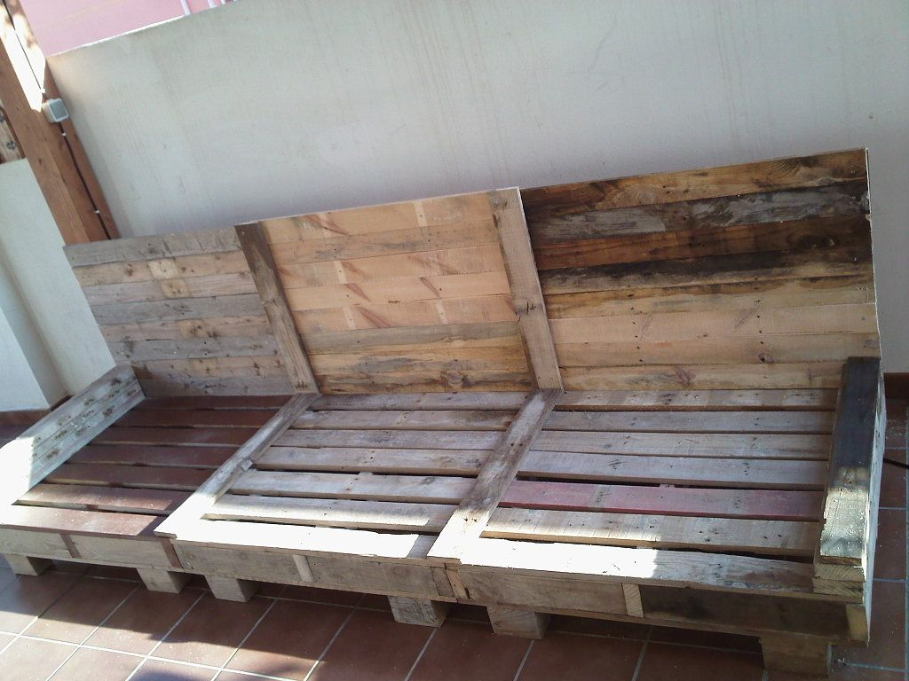 sofa exterior palets Pallets, Pallet furniture and White picket ...