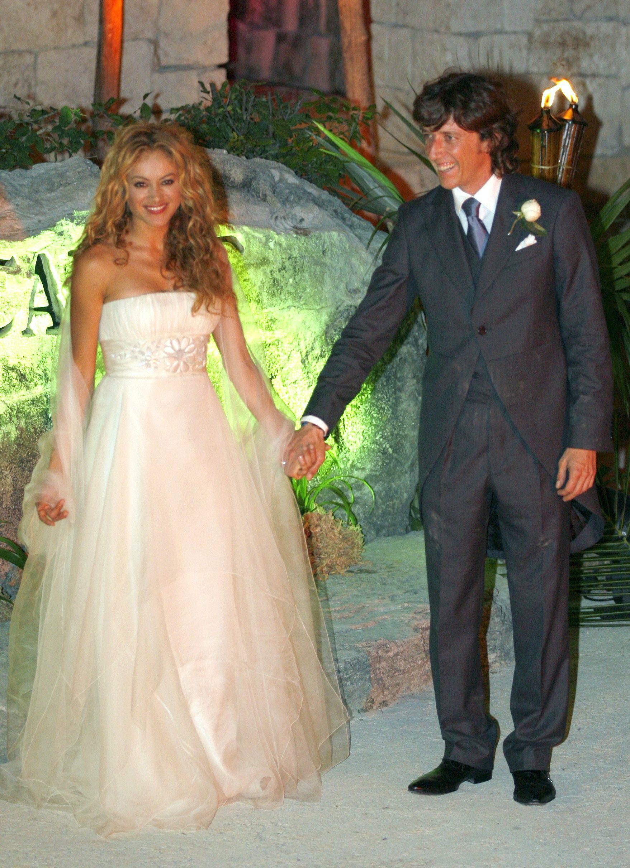 Famous wedding dresses  Paulina Rubio  vestido para bodas  Pinterest  Wedding dresses