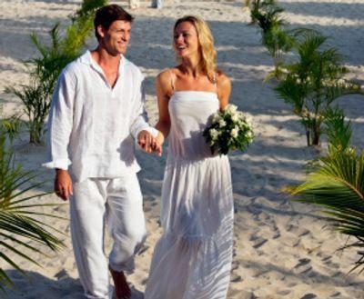 Vestido de noiva para casamento na praia | Beach groom, Mens linen ...