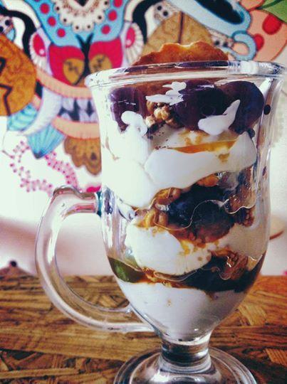 Yogurt Griego Natural De Cabra Con Uvas Miel Cebada Yummy