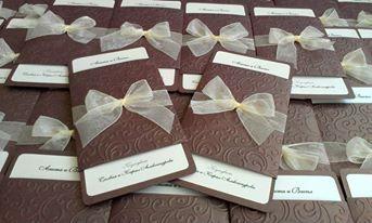 Сватбена покана, изработена от луксозен перлен картон с цвят на шоколад, с нежен флорален релеф и златна органзена панделка http://shop.aristylegifts.com