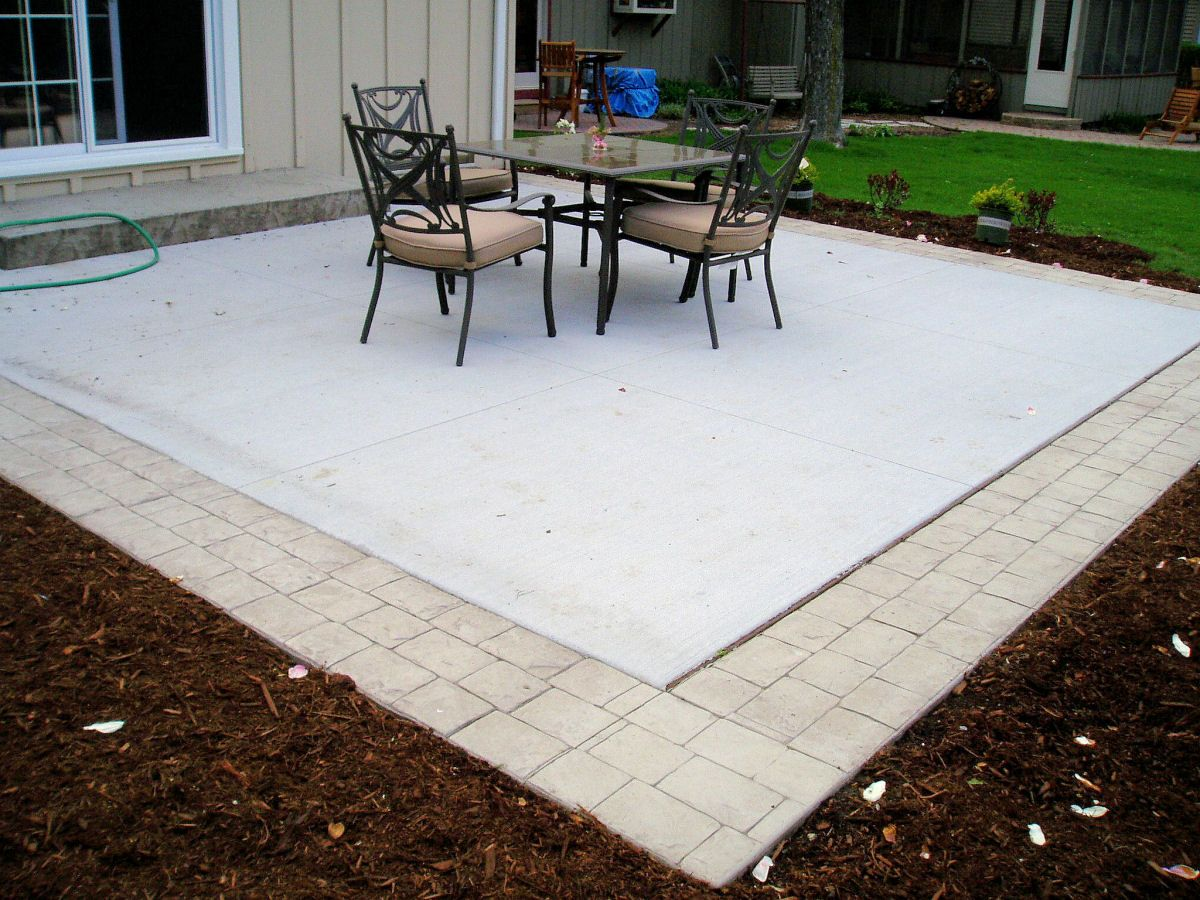 Concrete Patio With Border Something Similar To This Would Be Fun For Our House Spice It Up A Bit Modern Patio Concrete Patio Patio Stones Cement Patio