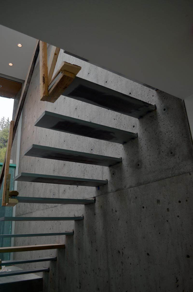Best Steel Cantilevered Steps Attached To Concrete Wall Stair 400 x 300