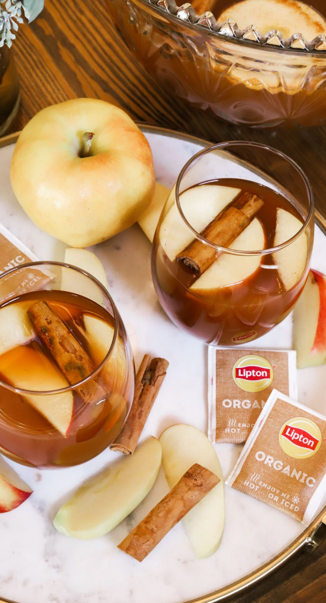 Looking for the perfect cinnamon apple Christmas punch