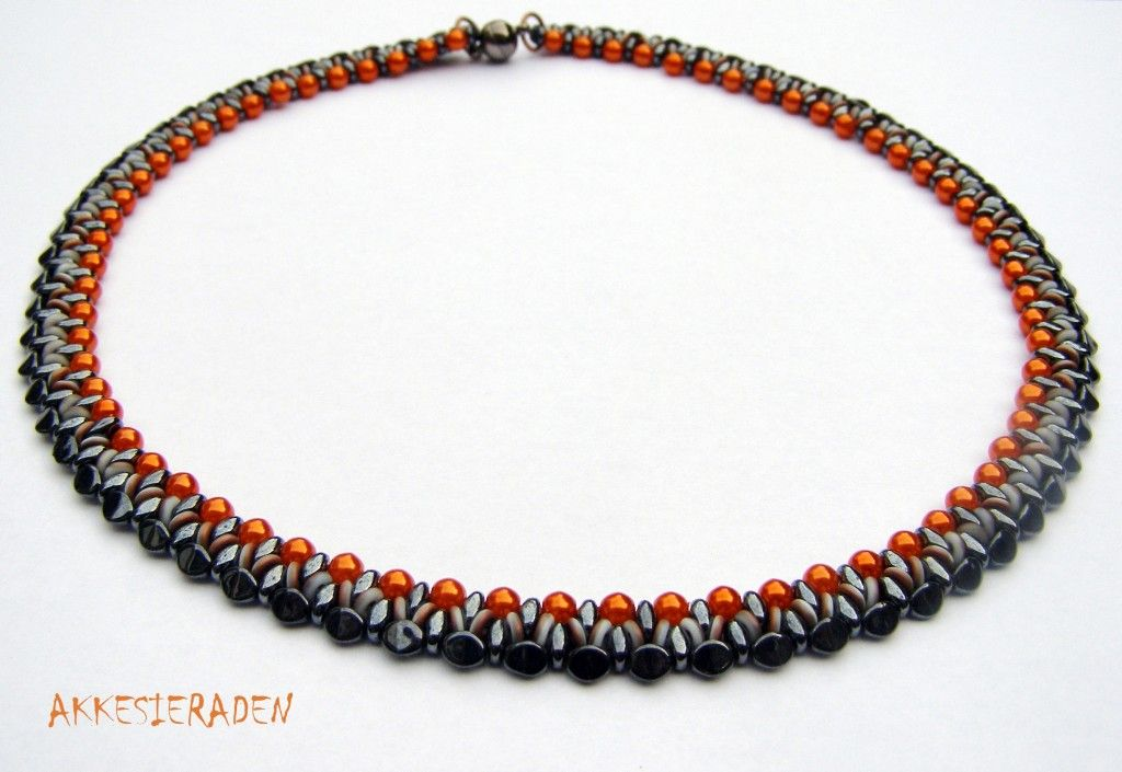 O Bead free necklace tutorial from Akke