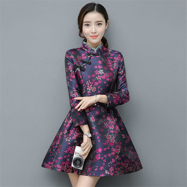 Chinese Girl In Traditional Chinese Cheongsam Blessing ... |Sweet Elegant Ancient Chinese Girl