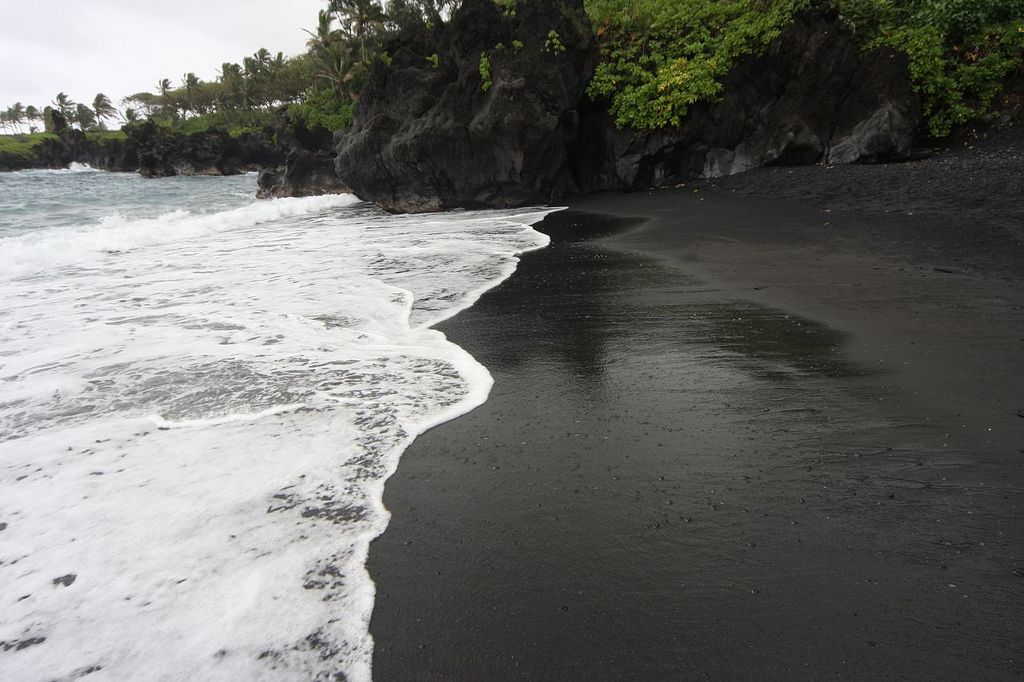 Black Sand Beach Maui It Wouldn T Have To Be This One