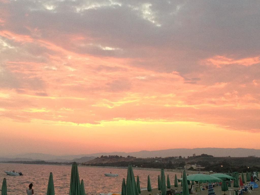 É tempo di fare il bagno nel mar Ionio…semplicemente mozzafiato! Vola da Ciampino a Crotone http://bit.ly/1J5xTGw
