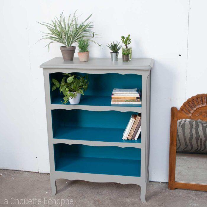 bibliothèque vintage réactualisée en bleu canard et gris doux