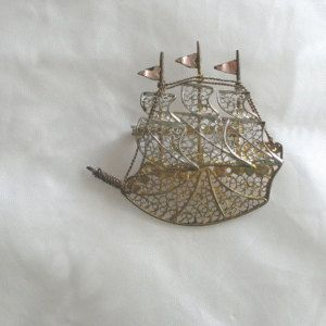 Vintage ship brooch, collectible. Gold, silver and bronze. Costume jewelry.