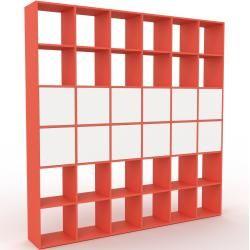 Photo of Regalsystem Rot – Flexibles Regalsystem: Türen in Weiß – Hochwertige Materialien – 233 x 233 x 35 cm