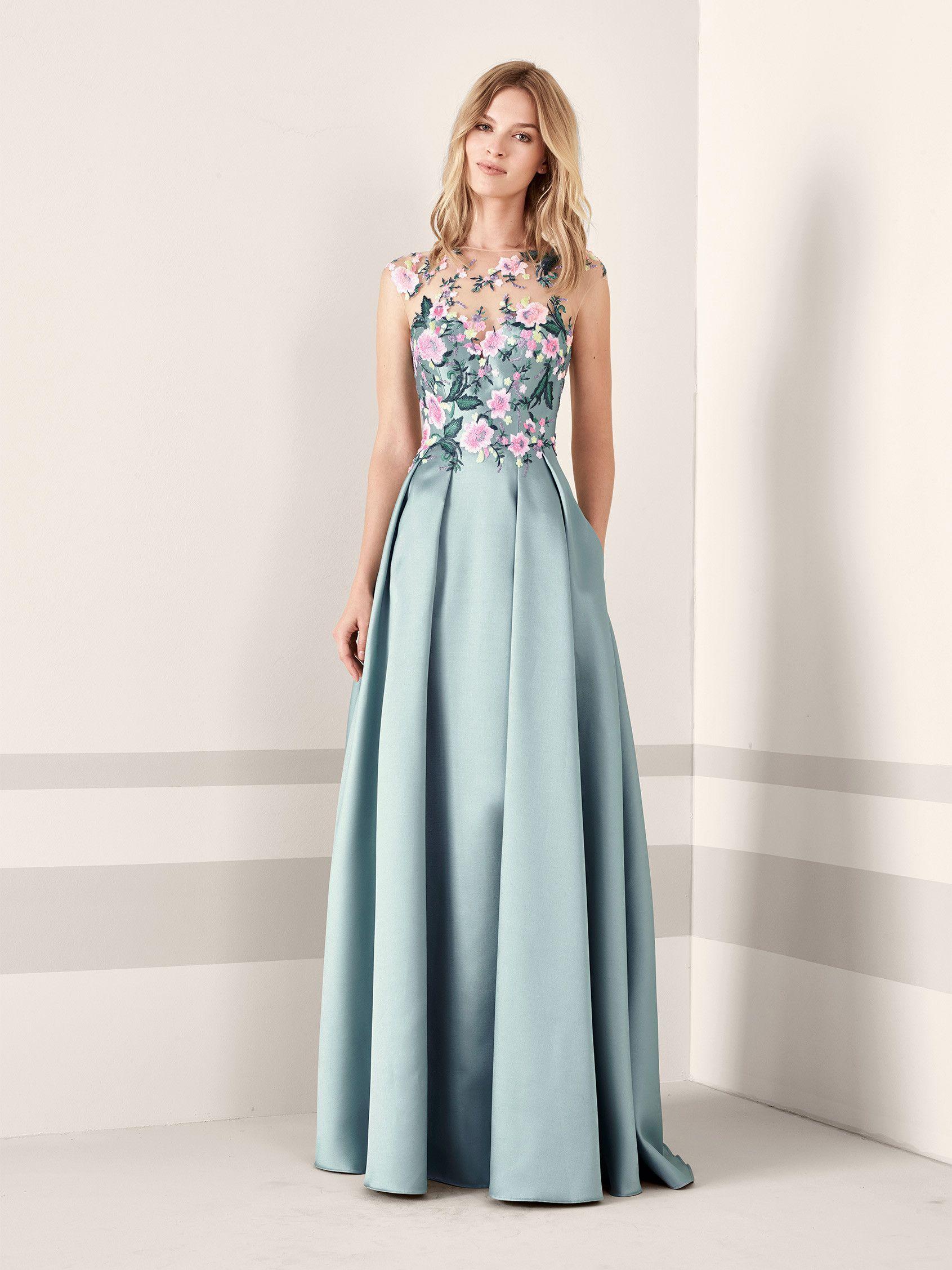 de7599e044 JANIRA  Vestido de fiesta con escote ilusión y manga japonesa con espalda en  tul cristal bordado con flores de hilo y pedrería que asciende por el  cuerpo ...