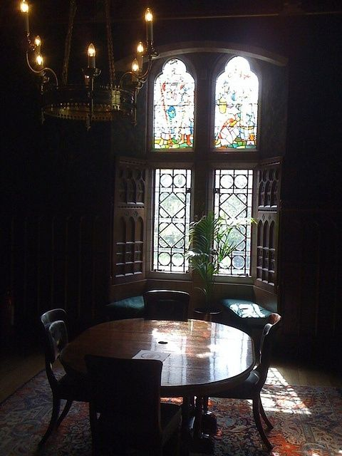 Pinキャットアプリコット On 窓  Pinterest Amazing Haunted Mansion Dining Room Decorating Design