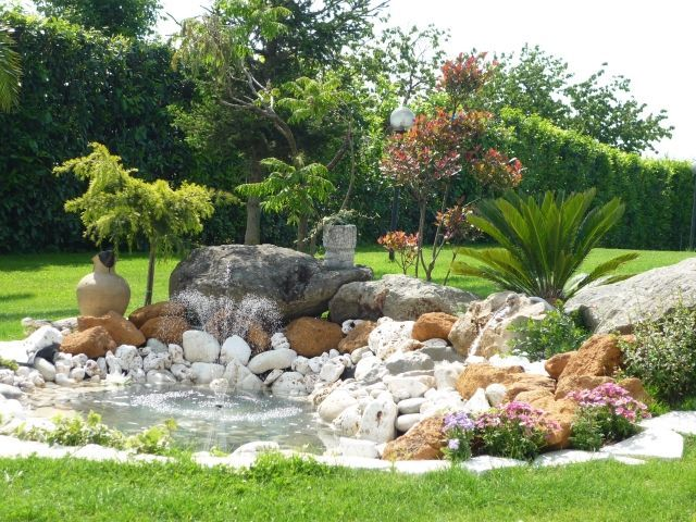 garten deko gestaltung springbrunnen steine verschiedene farben - garten mit steinen dekorieren