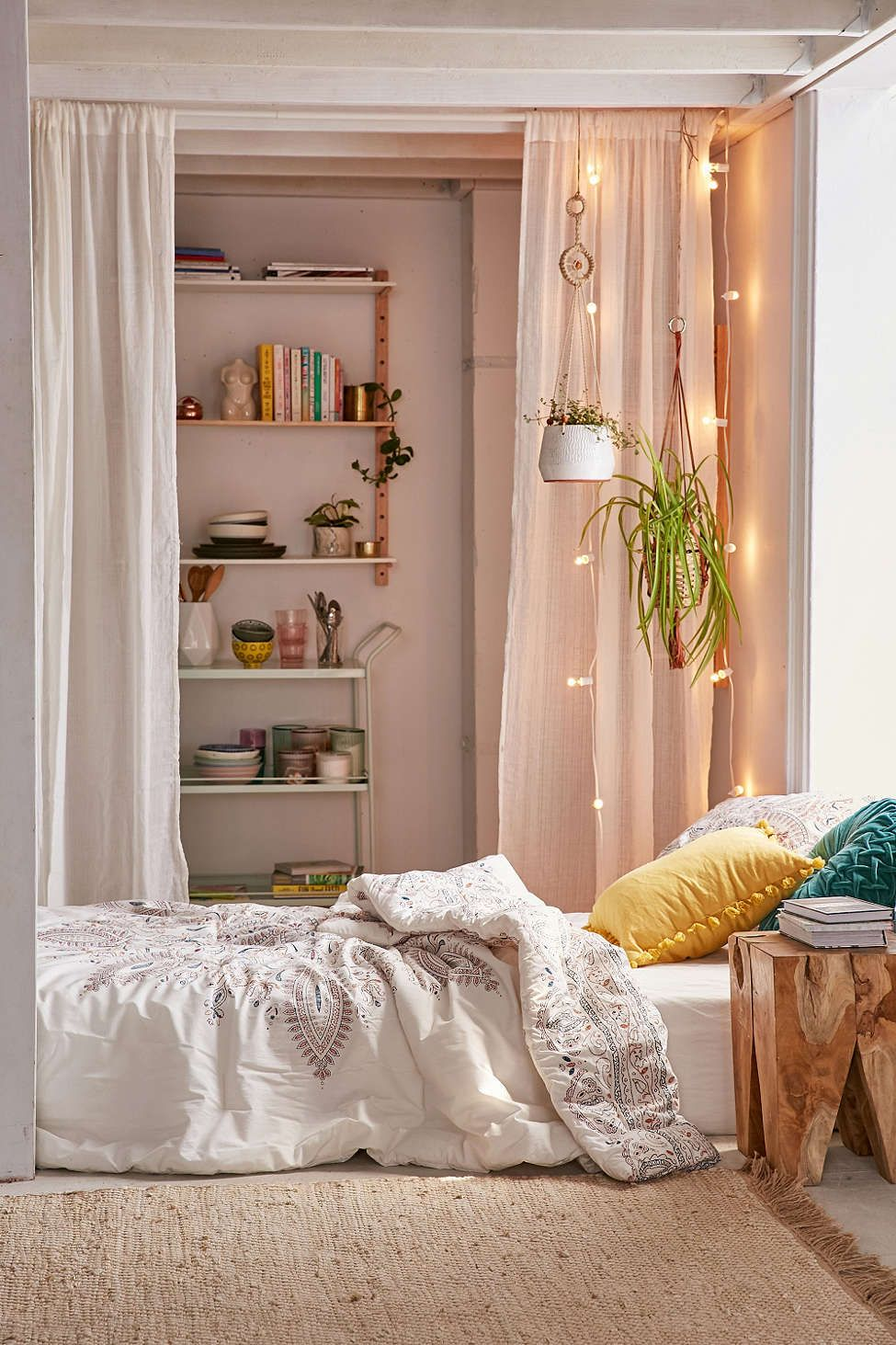 halina folk floral comforter urban outfitters bedroom pinterest floral comforter. Black Bedroom Furniture Sets. Home Design Ideas