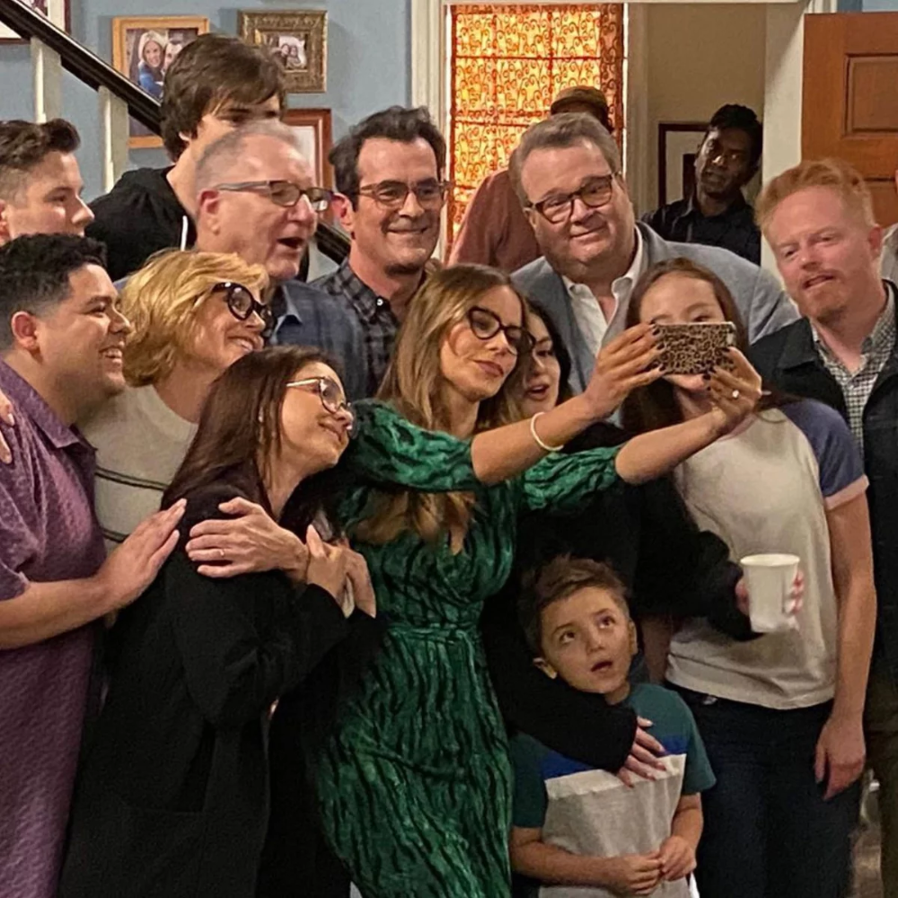 Modern Family Breaking Down The Emotional Series Finale And How The Show Ended After 11 Seasons In 2020 Modern Family Modern Family Quotes Modern