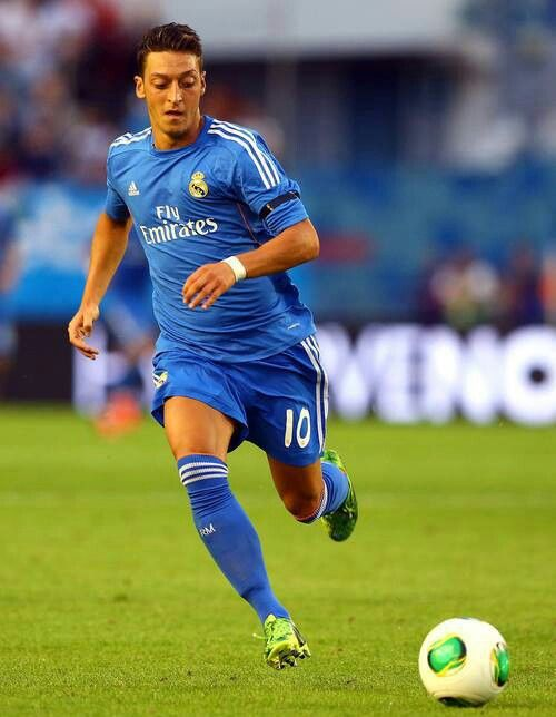 Pin By Ayan Mohamed On Ozil Real Madrid Players Real Madrid Soccer Players