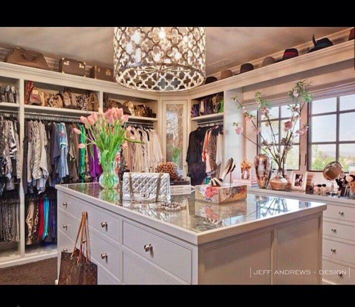 Khloe Kardashian Bedroom: Khloe Kardashian Luxurious Closet