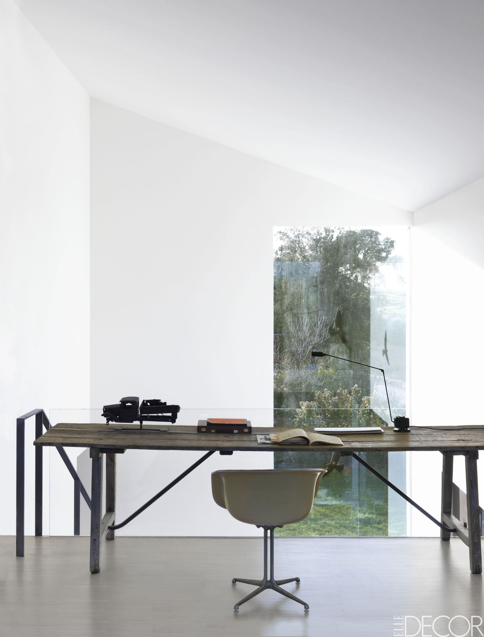 House Tour: Minimalist Design Lets Nature Shine At This Tuscany Home ...