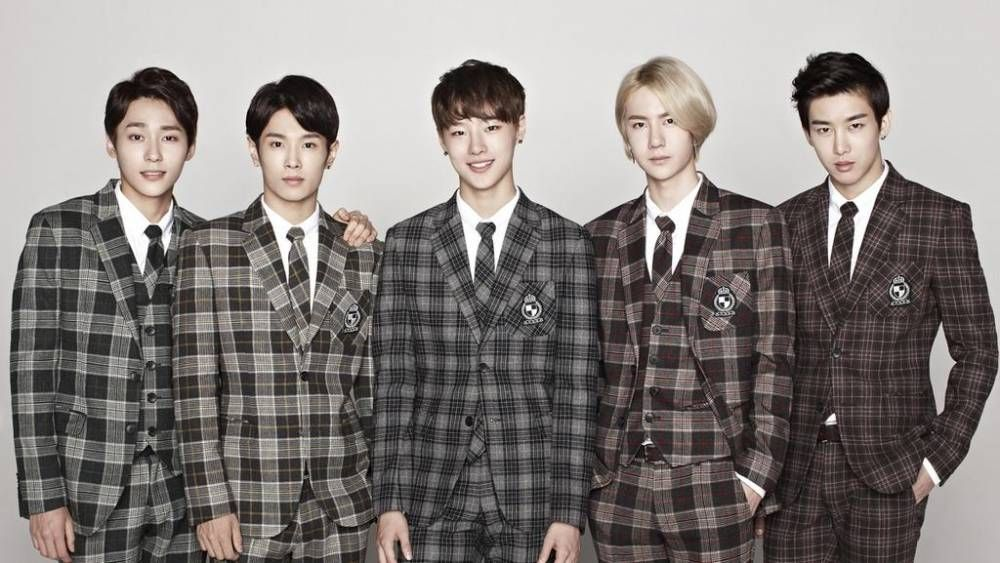 5 Member Chinese Korean Boy Group Uniq To Make Their Debut On The 20th With Falling In Love Boy Groups Boy Bands Falling In Love