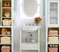 des solutions pour aménager des rangemens dans une petites salle de bain