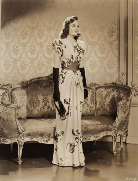1940s Hollywood Evening Gowns: Pin On Vintage Clothing Fashion Print Ads Photos