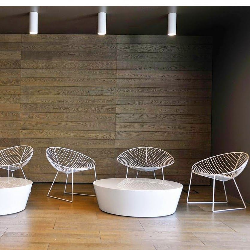 Leaf lounge is a manifesto: An image at the same time nostalgic and forward-looking. Its simple forms and its ease of use encourage creative combinations in more different environments, in the house and outside