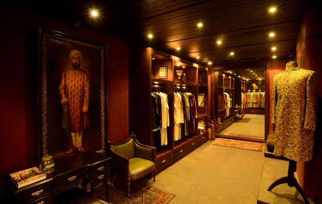 A Regal India Inside Sabyasachi S New Store Weddingsutra Blog Boutique Interior Boutique Interior Design Boutique Design