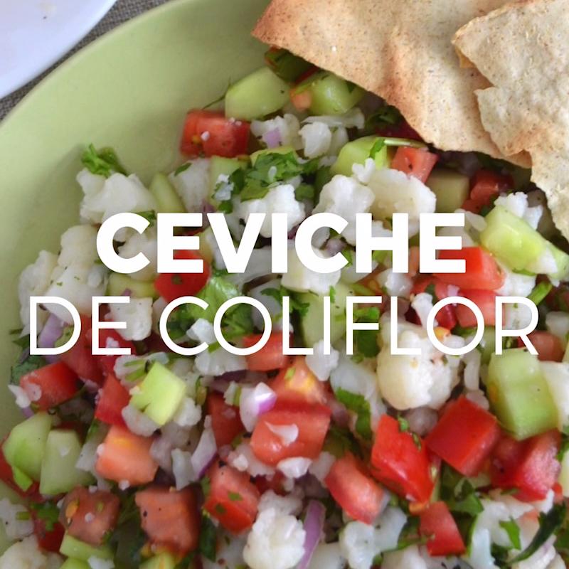 Ceviche de coliflor (saludable y vegetariano) is part of Mexican food recipes - Receta ligera, saludable y que además sabe deliciosa  Lo mejor de todo es que es facilísima de preparar  Dos versiones de ceviche de coliflor