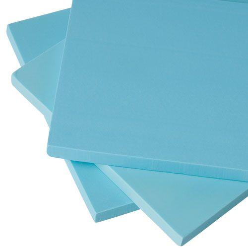 Gummidruck ist eine dem Linoldruck ähnliche Hochdrucktechnik. Für die Herstellung von Gummistempeln ist der weiche, flexible Vinylblock eine ideale Grundlage. Er lässt sich leicht schneiden, bröckelt nicht und erlaubt dank seiner Materialdicke von 6,5 mm ein beidseitiges Bearbeiten mit dem Schnittmesser. Der Printblock ist latexfrei, enthält keine Phtalate oder verbotene Schwermetalle und ist nicht lösemittelbeständig. Der Factis-Vinyl-Printblock ist 6,5 mm dick.