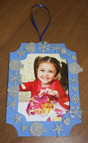 Christmas picture ornament Super simple crafting project for kids