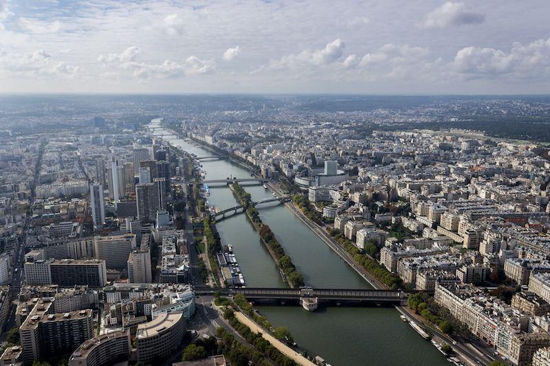 Todos os anos, durante o verão, a cidade de Paris fecha uma de suas principais avenidas, localizada próxima ao rio Sena, para transformá-la em praia (com direito a areia e tudo!). Neste ano, no entanto, a administração pública inovou e... Leia mais