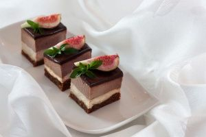 Figs and chocolate mousse cuts: Pick me!