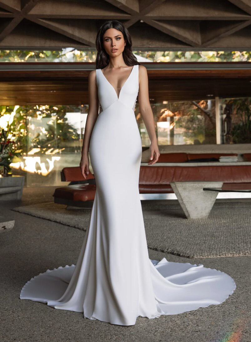 Mermaid Wedding Dress In Crepe With V Neck Kleinfeld Bridal Pronovias Wedding Dress Crepe Wedding Dress Kleinfeld Bridal [ 1092 x 802 Pixel ]